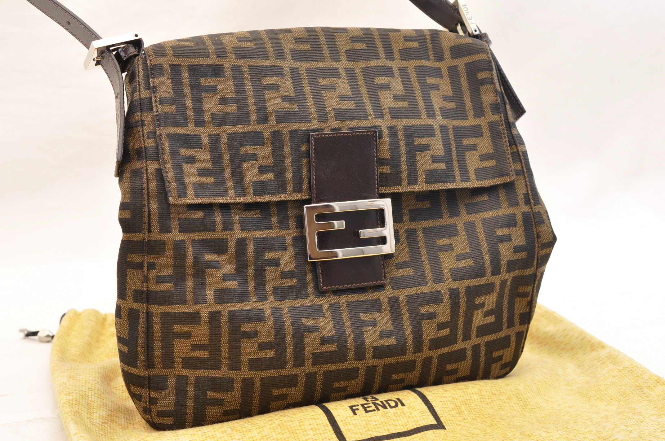 d2b01109669c FENDI Zucca Canvas Mamma Baguette Shoulder Bag Brown Black Auth sa1424.  DSC0232-6.jpg ...