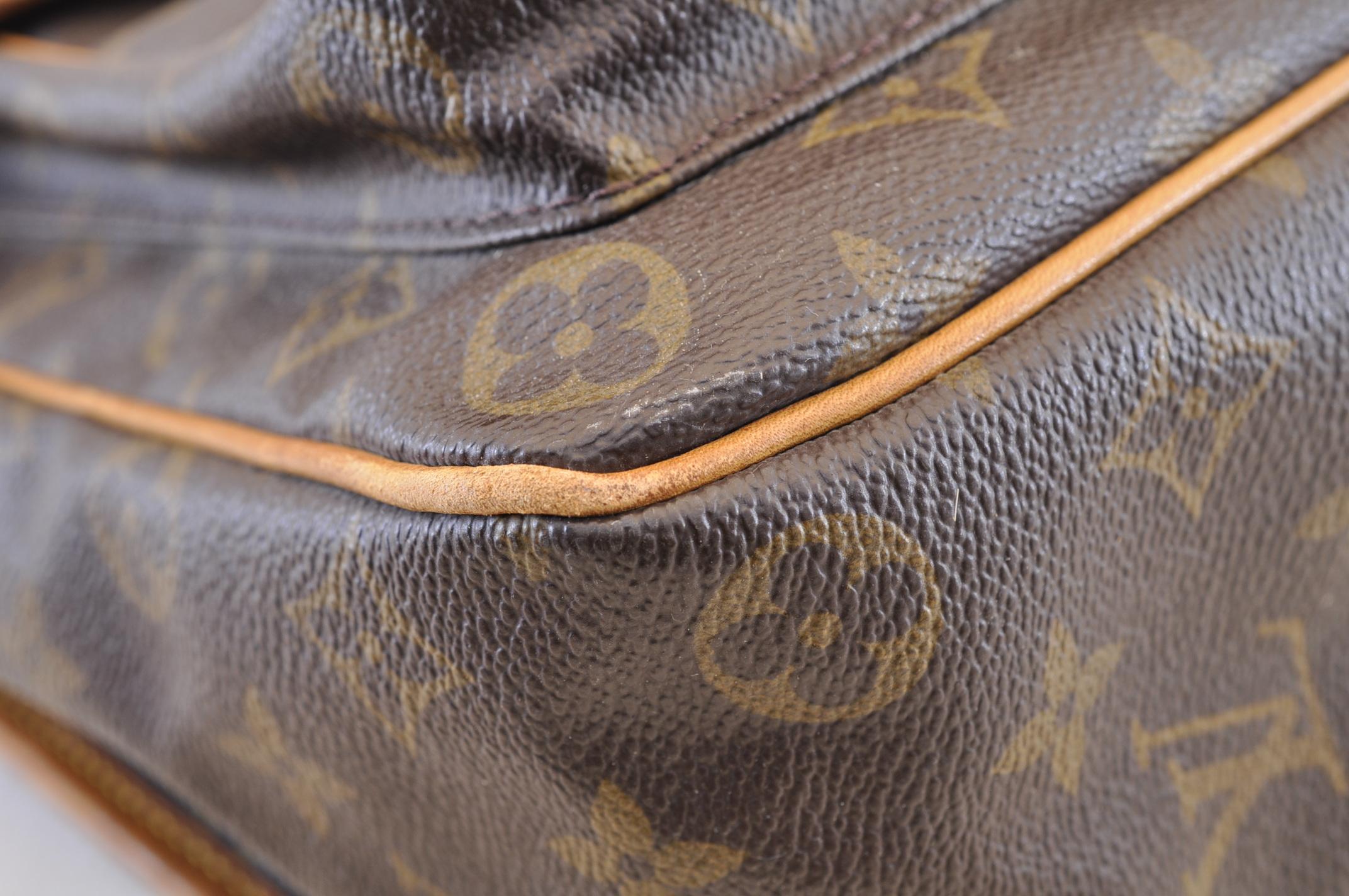 27b0d34a907d LOUIS VUITTON Monogram Sac Bazas Japon M99013 Shoulder Bag LV Auth ...
